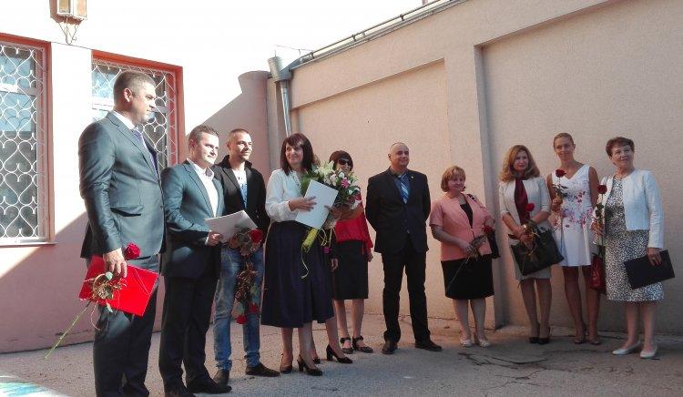 Знания и щастие, породено от тях, пожела Пенчо Милков на учениците от Училището по европейски езици