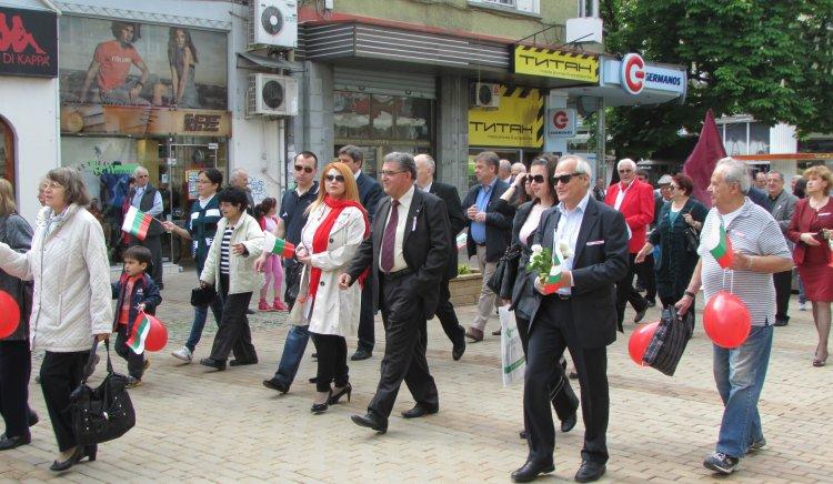 Над 300 души се включиха в митинга на БСП в Русе за Деня на труда
